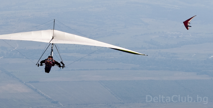 Djaki and Milen hang gliding